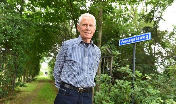 <p>Jan Vossegat in juli 2020 op zijn erf in Zelhem.</p>