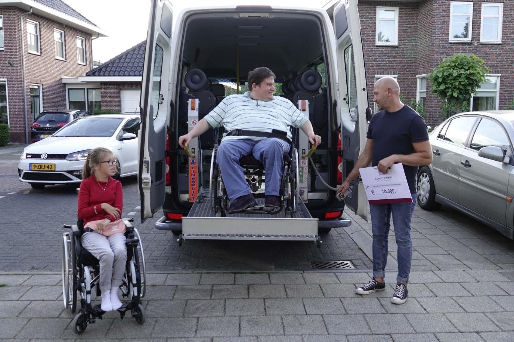 Links Ilse, in het midden Maarten en rechts gezinsouder Vasile. Ben Bläss © BDU media