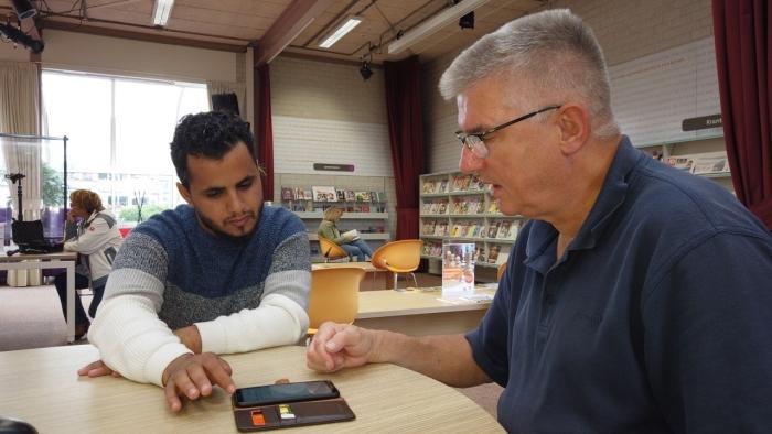 Taalvrijwilliger Lex de Graaf en zijn taalmaatje Yunes Ely Hackmann © BDU Media