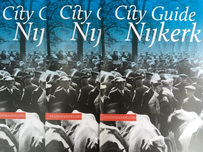 Stadswandelingen gaan weer van start, opgave bij Museum Nijkerk.