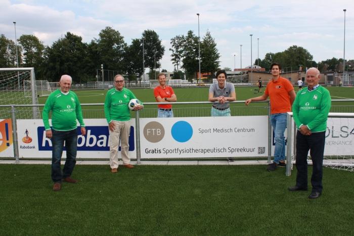 Van links naar rechts de initiatiefnemers van walking football in Baarn: Henny Westerveld, Theo de Man, Marcel Nowee (FTB), Michael van der Veer (FTB), Sebastiaan Dutman (FTB) en Nico Tomassen
