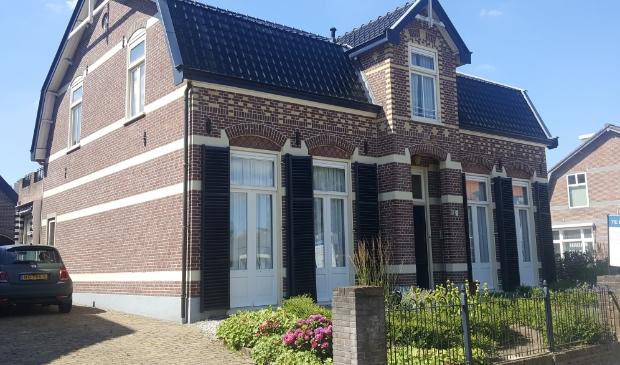 Soester historie aan de Burg. Grothestraat 21 Het huis is in 1880 gebouwd als directeurswoning voor houthandel en houtzagerij Butselaar.