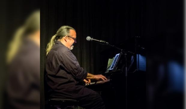 De Baarnse jazzpianist Stormvogel.