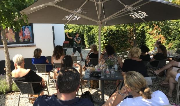 Andries Tunru in actie voor een enthousiast publiek
