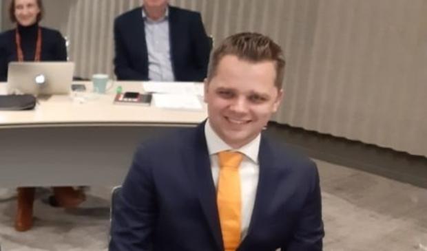 Christiaan den Hertog (CU-SGP) vervangt het zieke raadslid Wim van Hell.