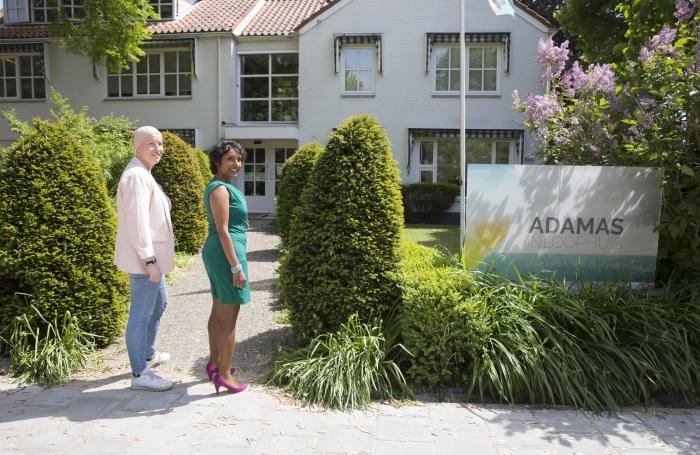 Wendy en Reshma bij Adamas Inloophuis