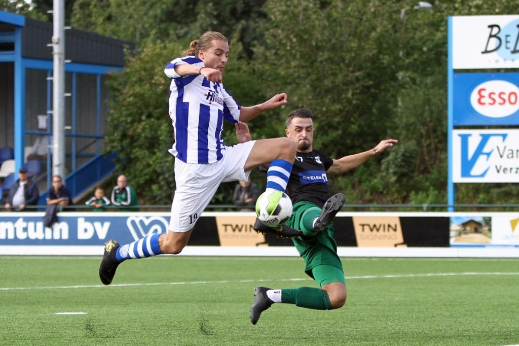 <p>Sander Krijns is zijn tegenstander net te snel af.</p> Guido de Boer © BDU media