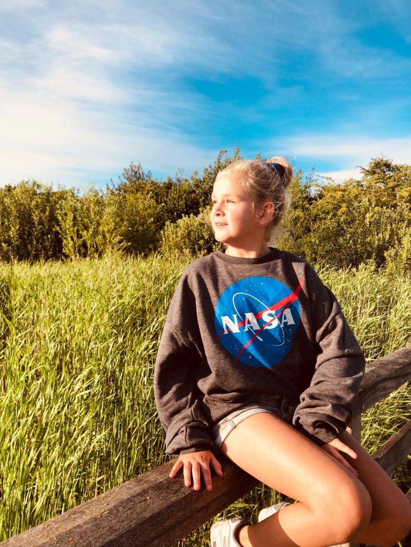 """,,Genomen in nieuwland 25 juli 2020. Mijn kleindochter in het weiland. Nederland is zo mooi.""""  Honey Kauwen © BDU media"""