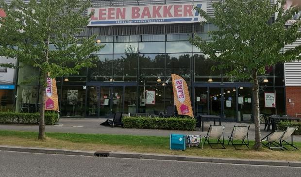 Leen Bakker vertrekt uit Houten