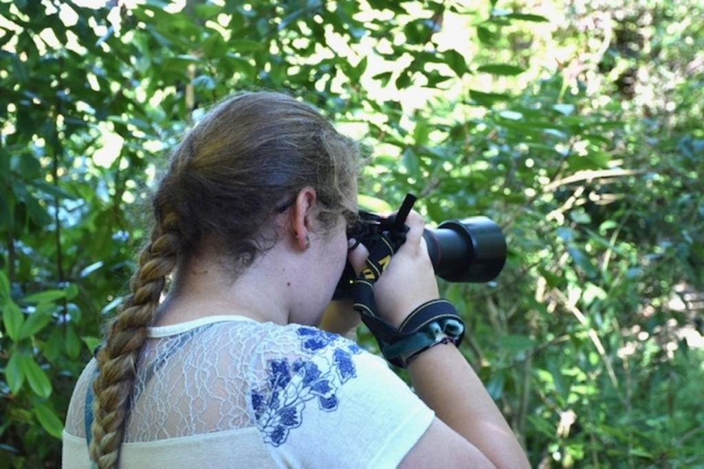 Dochterlief Fabienne Verbeek fotografeert er op los met de camera van haar overleden vader. In dierentuin Blijdorp, waar we donderdag 6 augustus zijn geweest voor ons samengestelde gezinsverjaardagsuitje. Suzanna Jansen © BDU Media