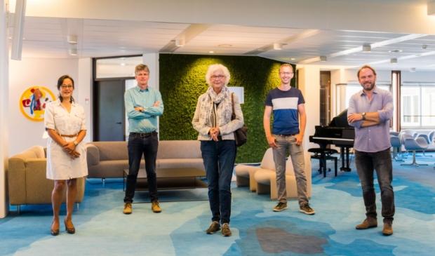 <p>De vijf leden van de Mediaraad; Arlette Dwarkasing, Piet de Blaauw, Monda Heshusius, Mark Boukes en Meindert Schut.</p>