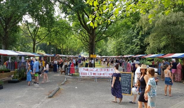 <p>Ook tijdens de coronapandemie was de Pure Markt te vinden in het Amsterdamse Bos.</p>
