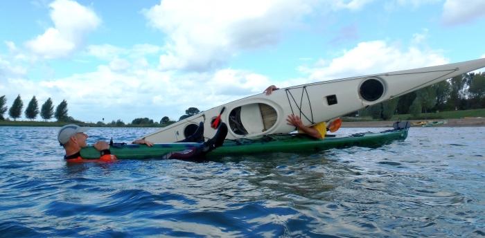 Duikeltraining Kanovereniging Dorestad: oefenen met redden
