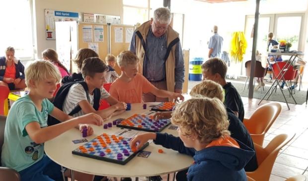<p>Damclub Baarn Soest gaf acte de pr&eacute;sence om de kinderen kennis te laten maken met de damsport.</p>