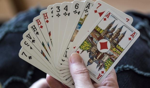 hand met kaarten