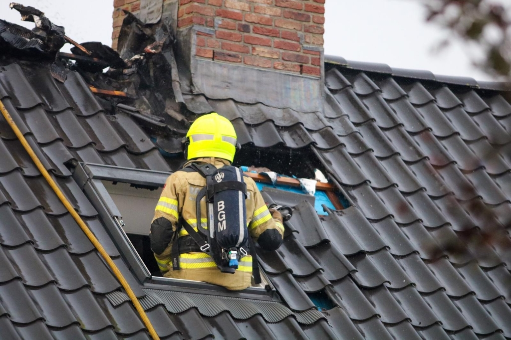 In Ederveen ontstond een brand als gevolg van blikseminslag. Ted Walker/Kvk © BDU Media