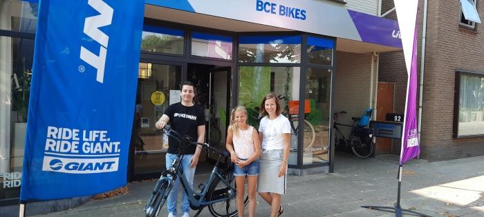 Puttense Dorien van der Poel neemt E-bike in ontvangst bij BCE-bikes