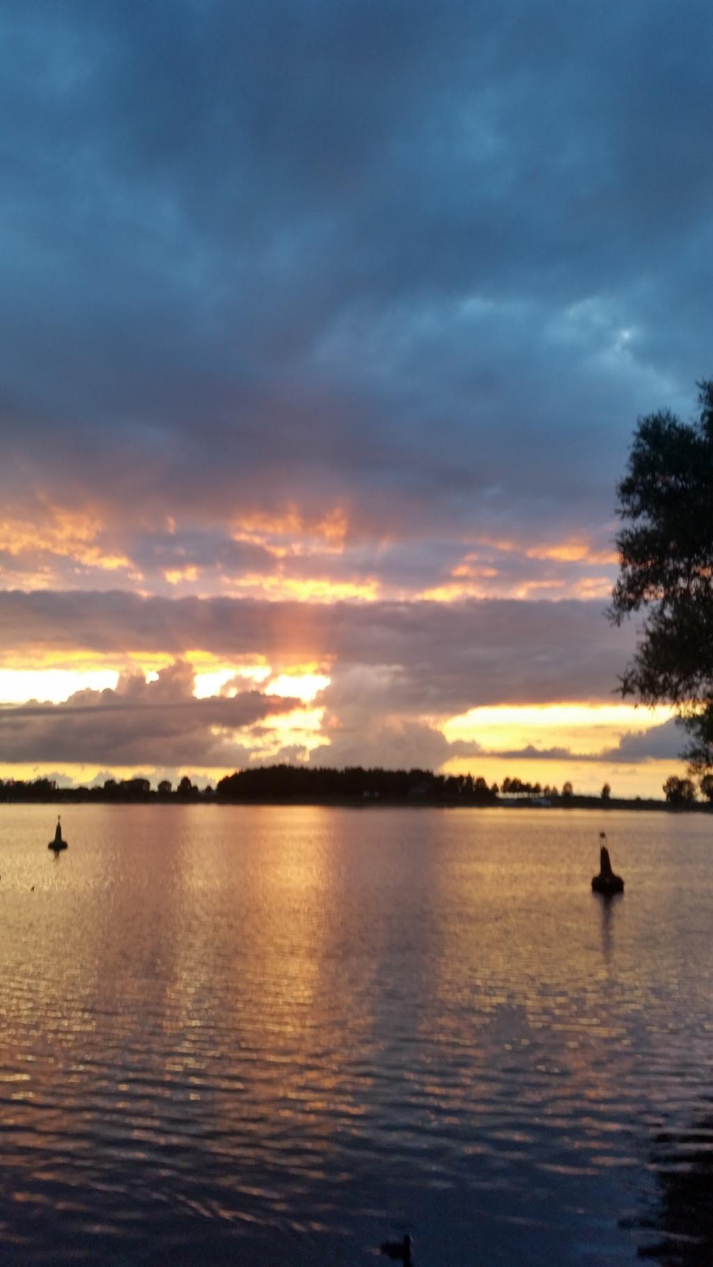 Zonsondergang augustus 2020 bij Het Eiland van Maurik.  mevrouw Boersma © BDU Media