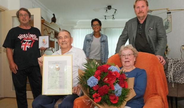 <p>Onderscheiding van oudste lid vv Zwanenburg</p>