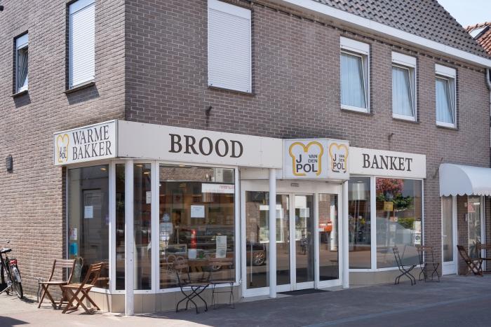 de voorgevel van de bakkerij van den Pol Klaas Flits © BDU media