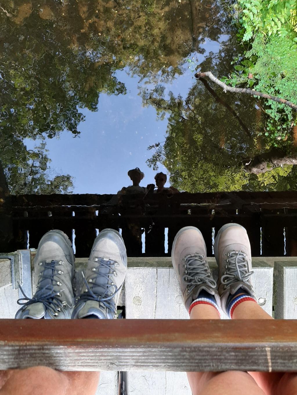 """,,Deze foto is gemaakt op 11 augustus jl. in de buurt van Landgoed Staverden.  Wij stonden tijdens onze wandeling op een bruggetje en in de weerspiegeling van het water zijn onze gezichten zichtbaar wat een bijzonder effect geeft."""" Henk en Maayke van de Craats © BDU Media"""