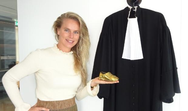 <p>Elize met het gouden schoentje.</p>