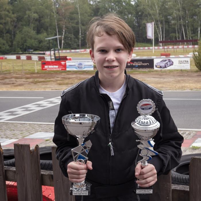 Een trotse Lukas met zijn prijzen. Ronald Stiefelhagen © BDU