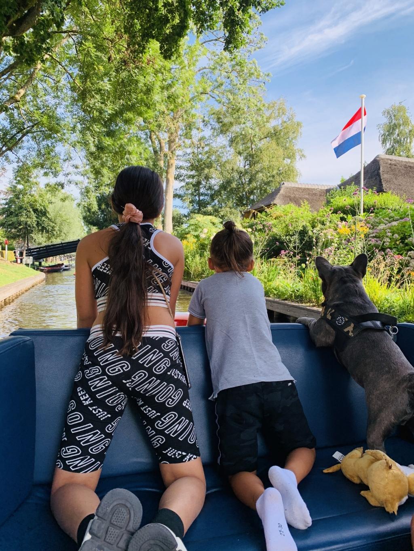 Woensdag 19 augustus, een dagje in Giethoorn met onze kleinkinderen en hondje. Hariatie Pakaila © BDU Media