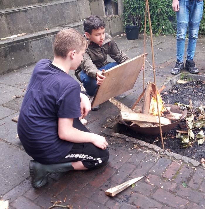 Scouts maken vuur