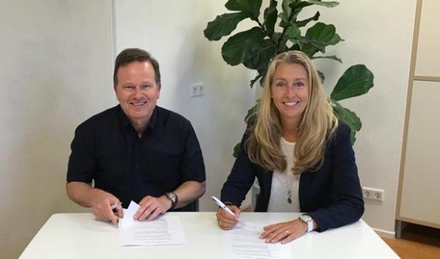 <p>Annemarie Beintema directeur CCC en Peter Viehoff praktijkhouder Centrum voor Fysio- en Manuele Therapie &#39;t Gilde.</p>