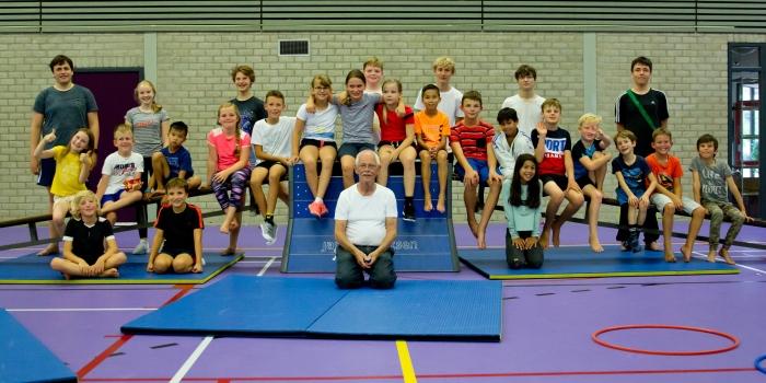 Judoka's bedanken Kees Monderen voor jaren judo bij SV Odijk Judo..
