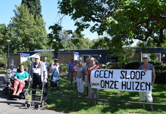 'Een eensgezinde afvaardiging van bewoners op anderhalve meter protesteert