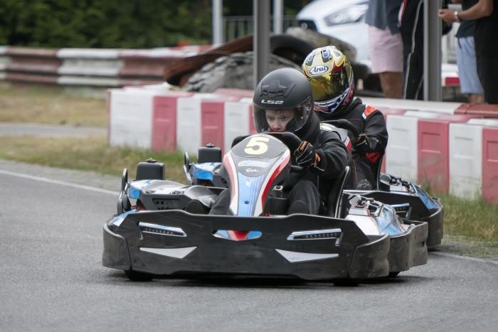 Race 1: Lukas verdedigt zijn positie. Ronald Stiefelhagen © BDU