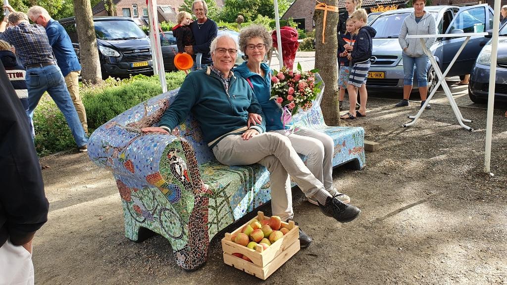 <p>Astrid en Ben op het bankje</p> Irene van Valen © BDU media