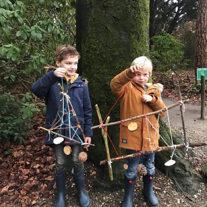 Jongens hebben een mobiel gemaakt  Landgoed Schovenhorst © BDU media