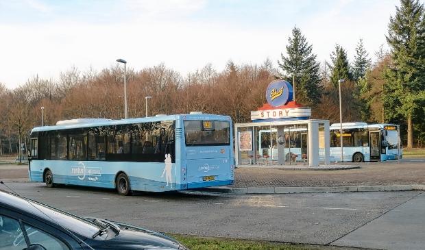 Lijn 102 van Syntus stopt bij busstation Wittenberg tussen Stroe en Garderen.