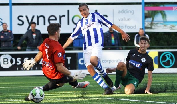<p>Sander Krijns scoort de 2-2 tegen Groene Ster</p>