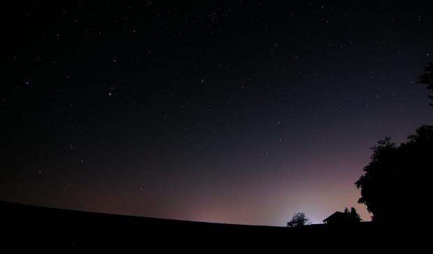 <p>&#39;Vanaf de Ginkelse Heide, waar het al wat donkerder is, kun je het goed zien: Ede geeft licht.&#39;</p>
