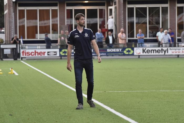 FRank Bruijnis maakte zijn debuut als trainer van SO Soest Jaap van den Broek © BDU media