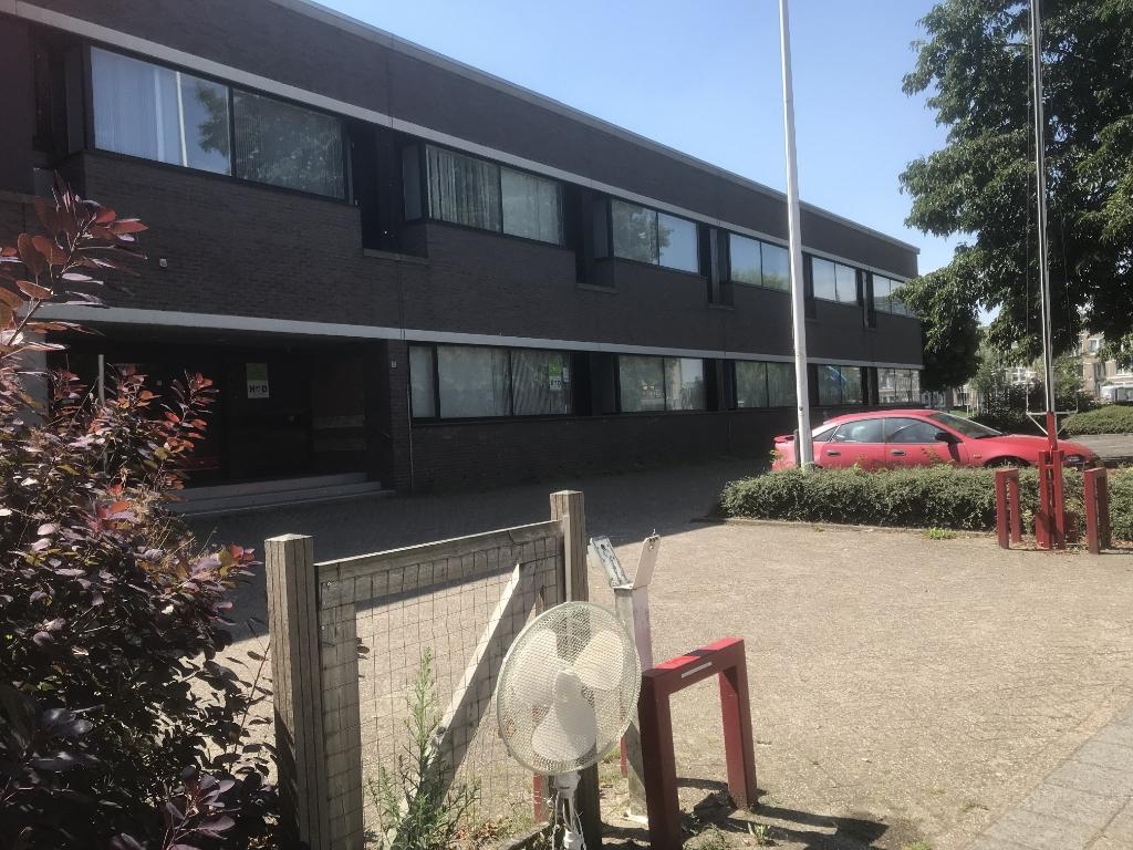<p>Het voormalige belastingkantoor in de Gildenwijk</p> <p>Hannie Visser-Kieboom</p> © BDU Media