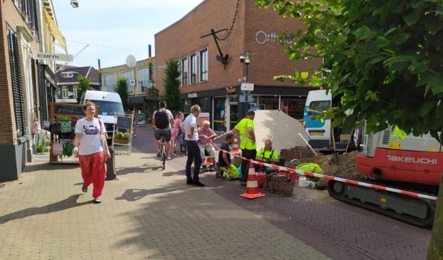 Medewerkers van netbeheerder Liander zijn ter plekke om de stroomstoring in het centrum van Barneveld te verhelpen.  Wilfred vd Brand © BDU media
