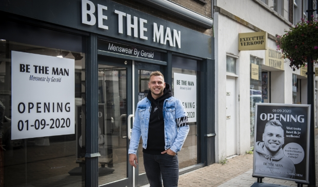 <p>Gerald Zwijnenburg (25) is de trotse eigenaar van de nieuwe herenmodezaak Be the Man.</p>