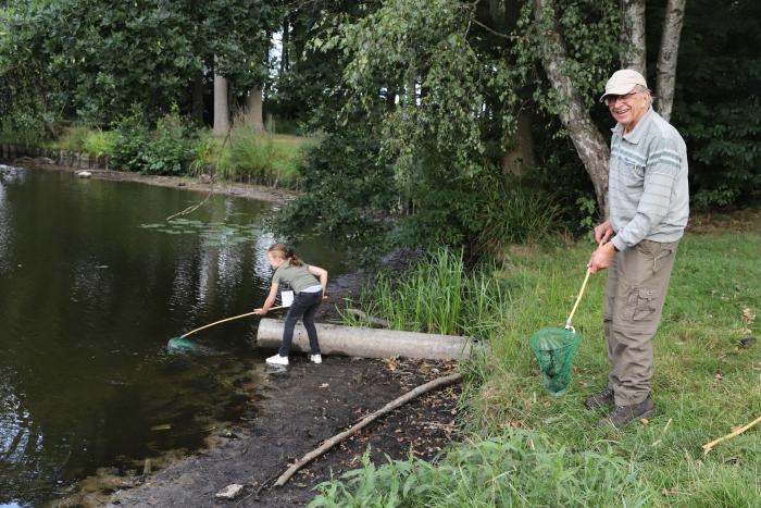 op zoek naar waterdiertjes Rob van de Bor © BDU media