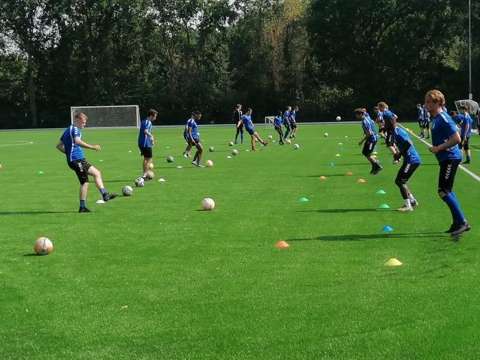 SO Soest aan de slag op het nieuwe veld ter voorbereiding voor het nieuwe seizoen
