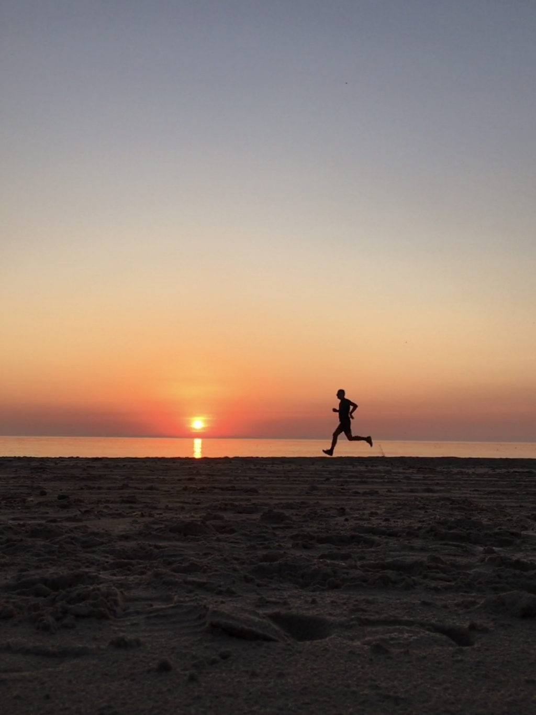 Op het Noordzeestrand in Noord Denemarken, 8 augustus, net na negen uur in de avond. Tijdens het hardlopen gemaakt met de zelfontspanner.  René van der Veen © BDU media