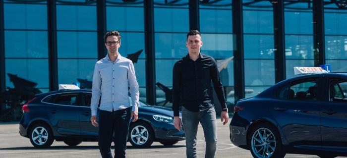 vlnr: Casper Loef (eigenaar van Rijschool Loef en instructeur) en Robert Beukens, instructeur en franchisenemer van Rijschool Loef