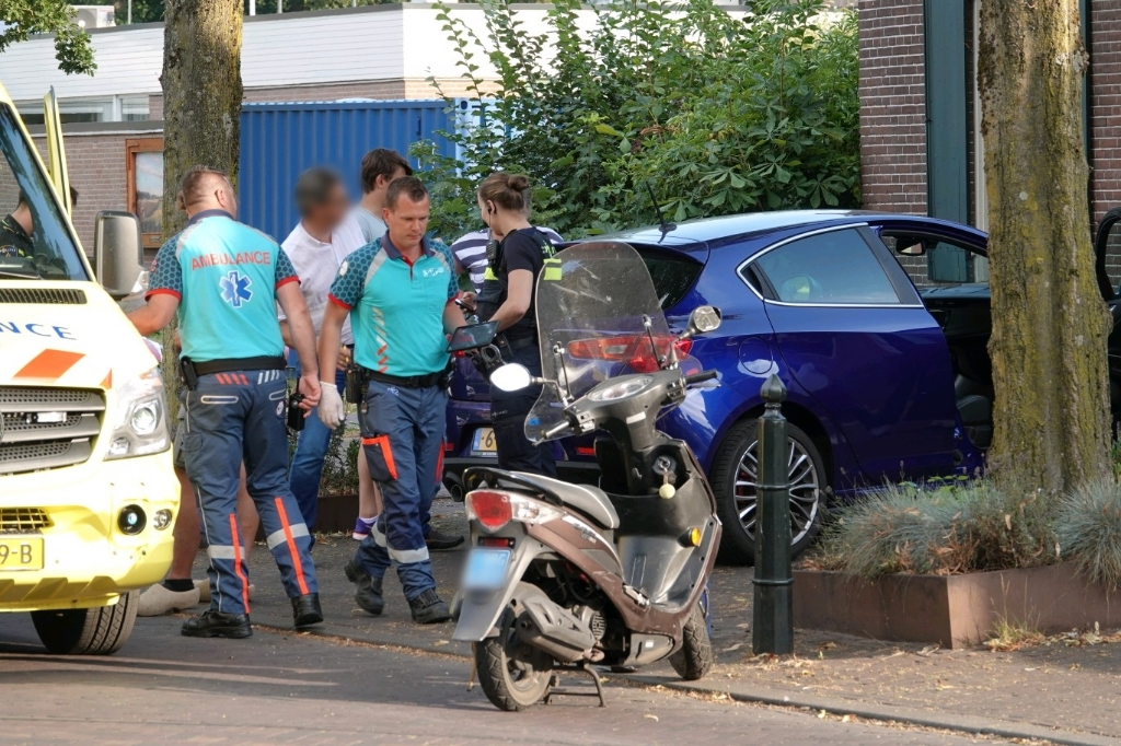 Scooterongeval, Lunteren, Politie, Ambulance AberMedia © BDU Media