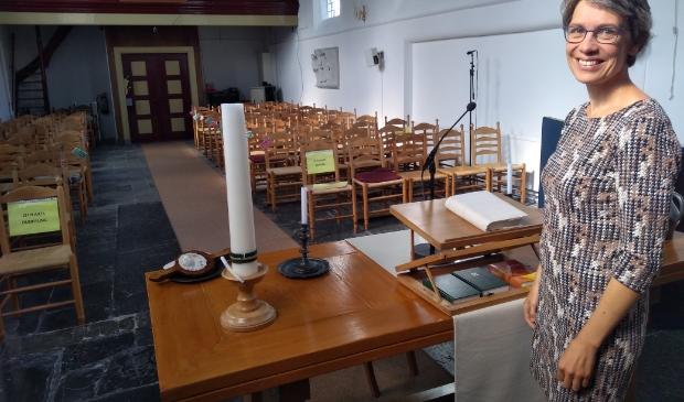 Dominee Bertie Boersma is klaar voor haar werk in het Witte Kerkje.