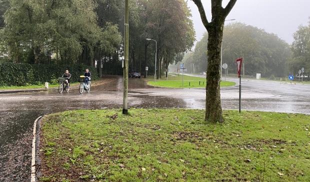 <p>Provincie Gelderland verplaatst en verbreedt de fietsoversteek op het kruispunt van de N798-Hoofdstraat Putten</p>