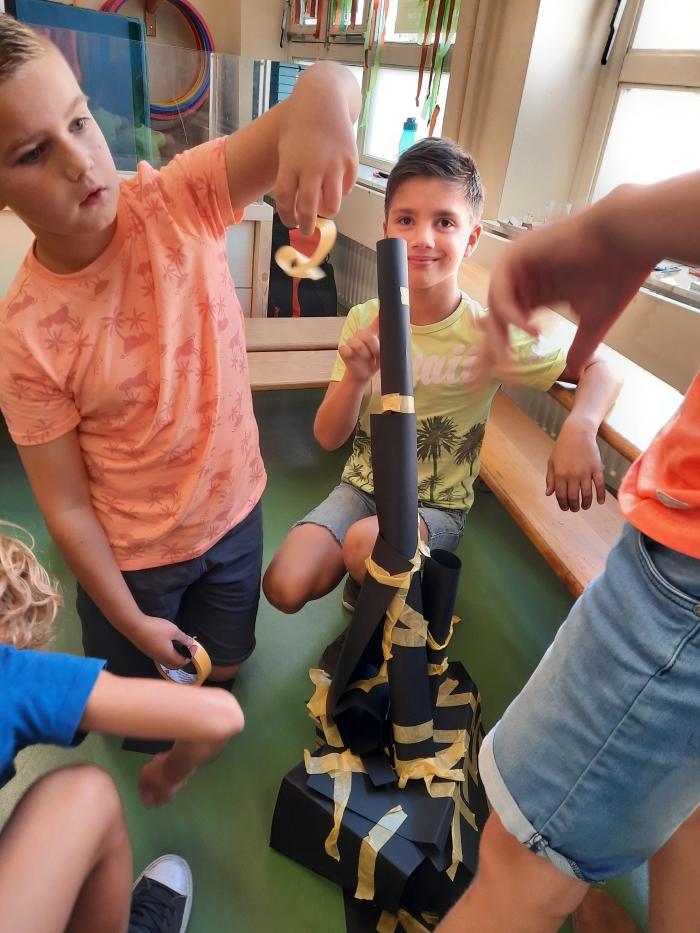 Wie bouwt een stevige toren? Samenwerken! A. van Hofwegen © BDU Media